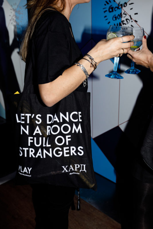 Amvyx Hard Clo celebrates 1 year with Bombay Sapphire