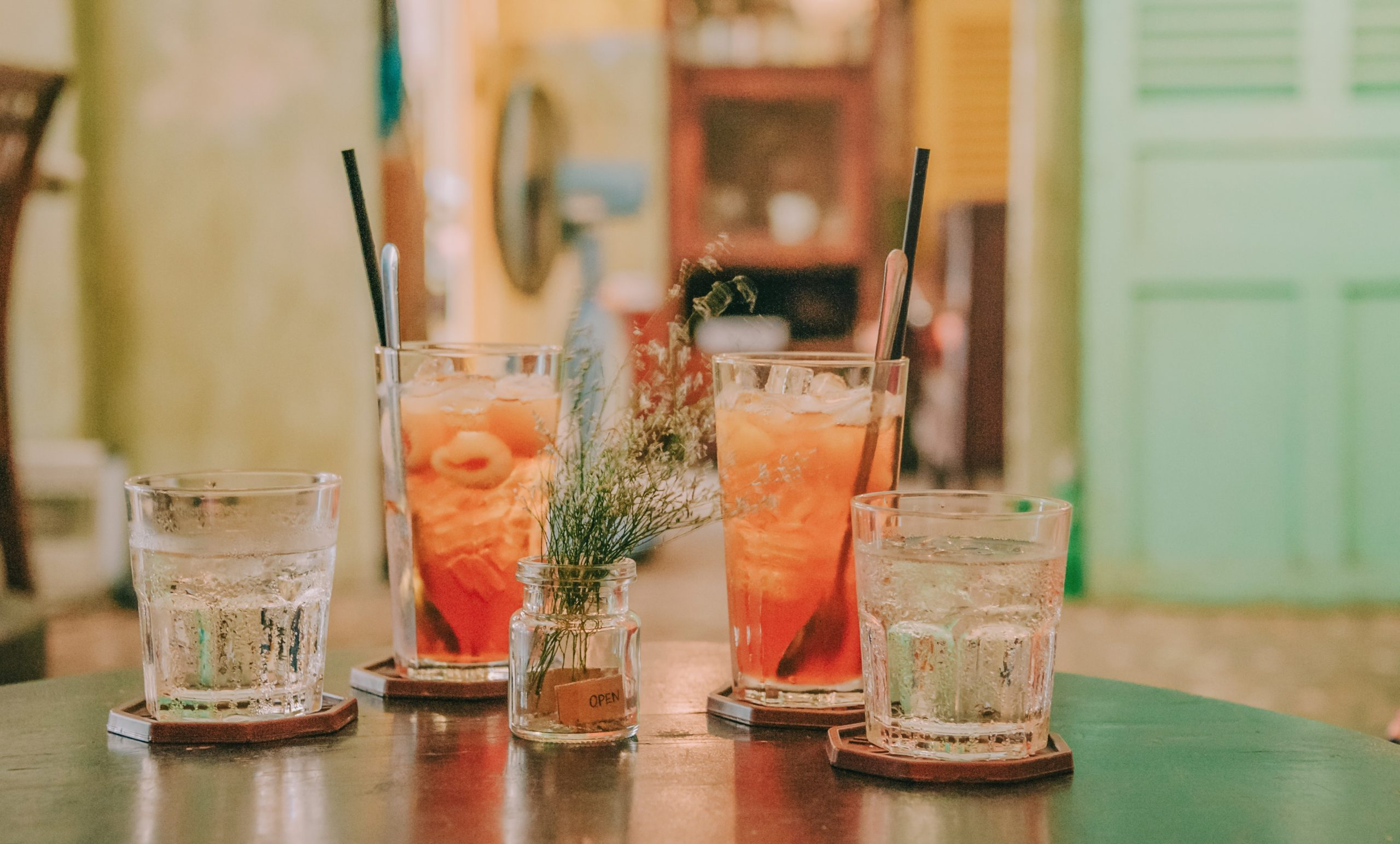 Amvyx #menoumespiti και απολαμβάνουμε τα αγαπημένα μας ποτά