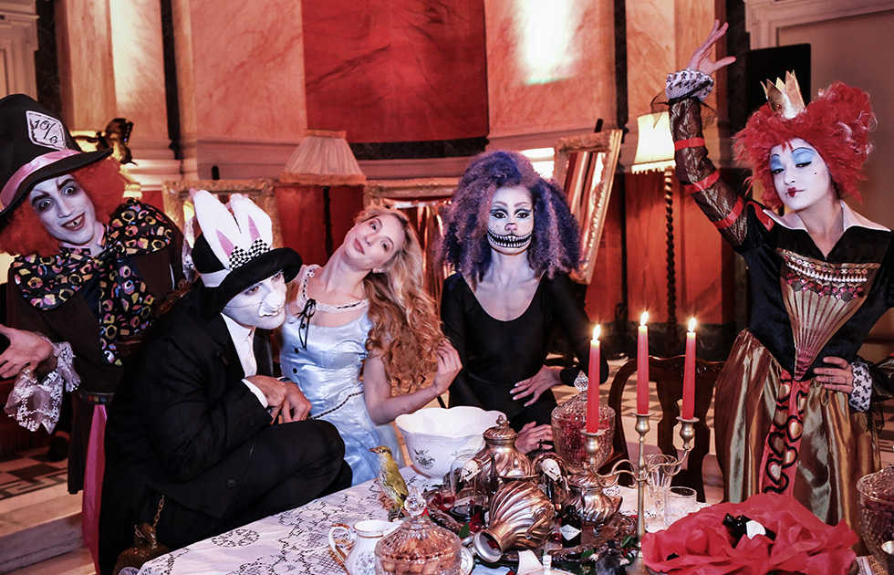 Amvyx Hendrick's invites you to Wonderland
